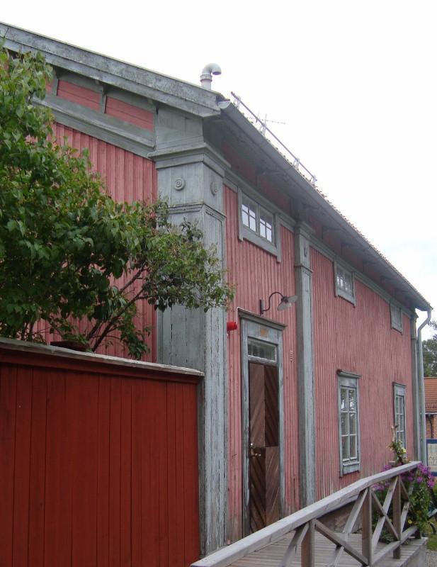 Östbergsgården har fått sitt namn från bagare Östberg. Är troligen från 1700-talet..