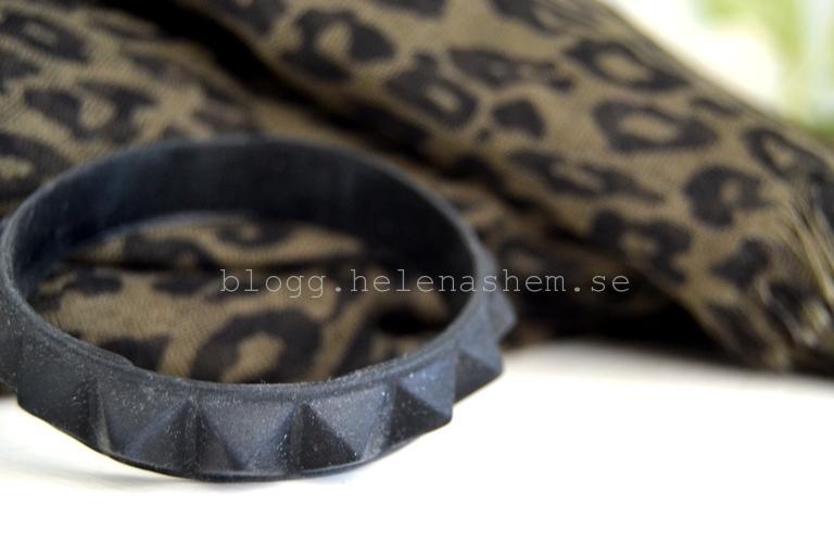 Härlig scarf och armband (i gummi)