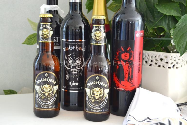 4 vinflaskor (varav en AC/DC och en Möt