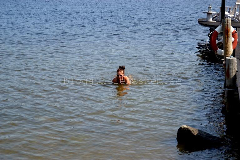 Här är beviset på att även mamman badade. Eller är det en säl? ;)