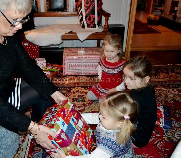 Meya får julklapp