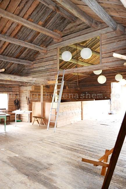 DÄR syns väggarna på själva sädestorken i vår kära gamla tröskloge/festlokal.