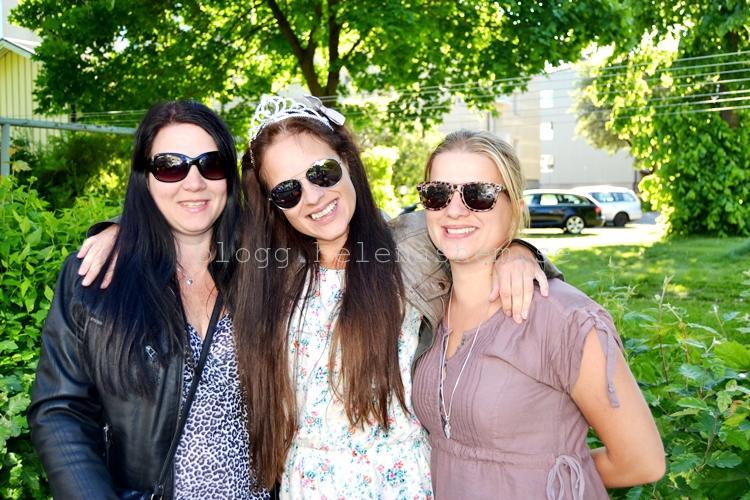 Jag och mina systrar. Jenny och Johanna som fick lämna från sej min kamera en stund. :)