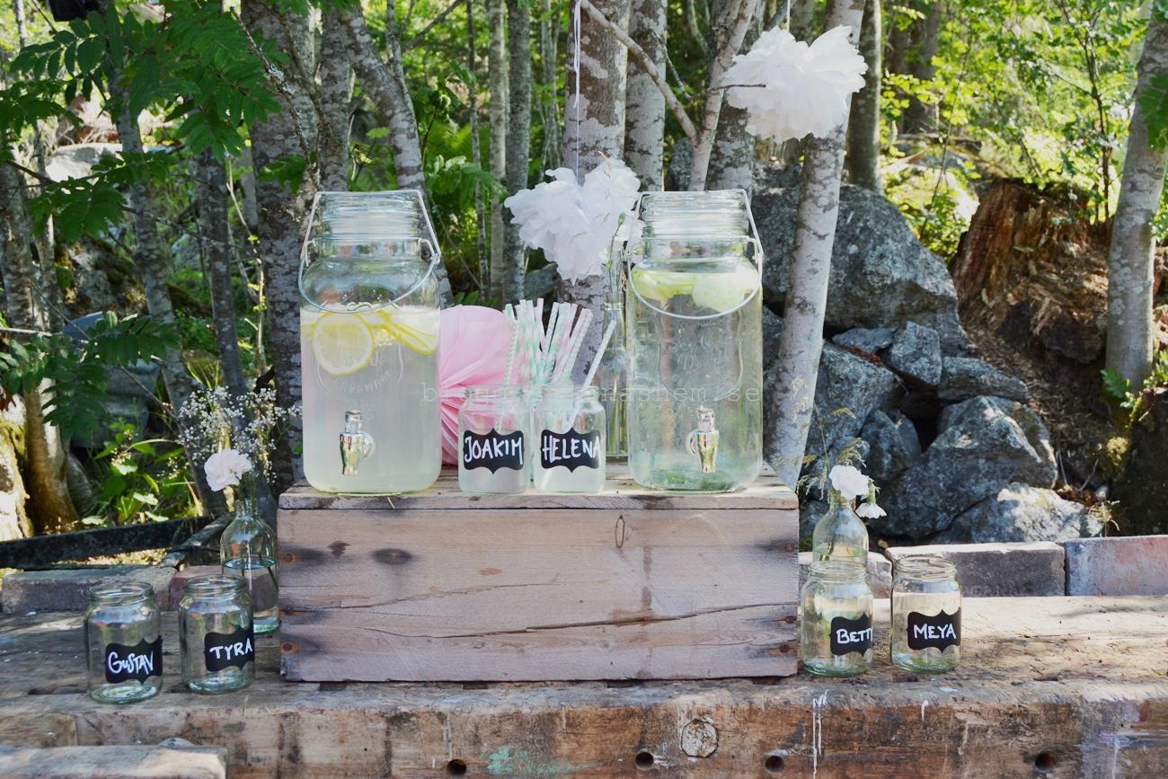 Många varma dagar denna sommar. Det var helt perfekt att bjuda på citronvatten eller gurkvatten i dessa vackra glasbehållare med tappkran.