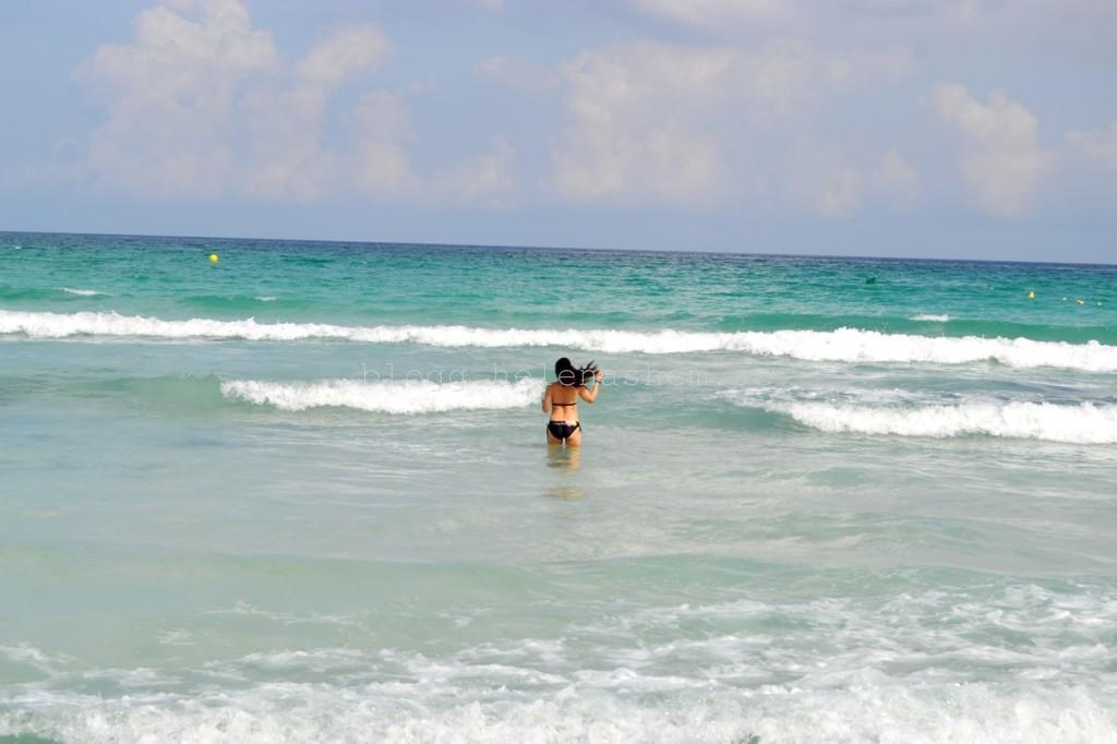 Underbar strand. Varmt och skönt i vattnet,