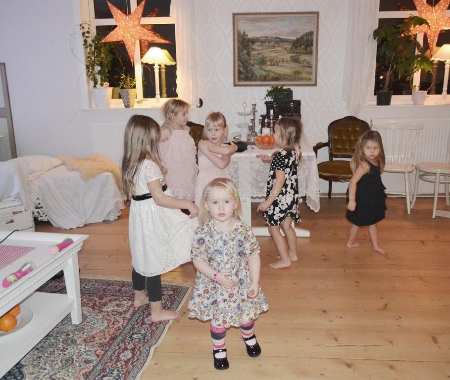 Betty, Tyra, Meya dansade med Nea, Lykke och Helle till FROST. :)