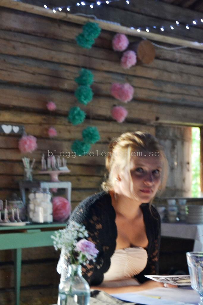 Där bakom min fina lillasyster Johanna så är dessertbordet :)