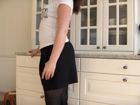 Kjolen är skön och har fickor fram