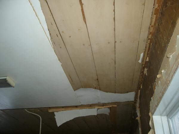 Ett underbart tak döljdes, det tog vi fram både i kök och matrum.